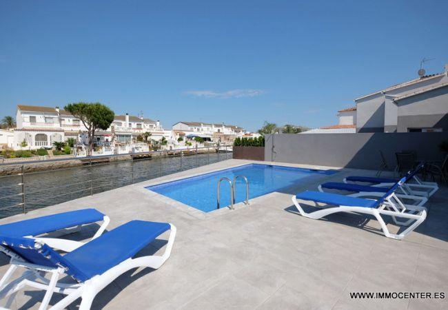 Villa mit Pool und Liegeplatz